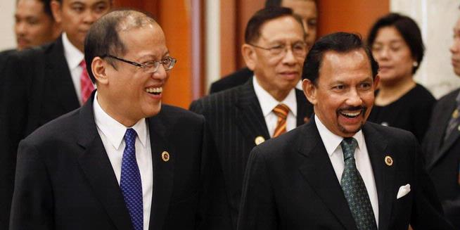 Presiden Filipina Tolak<a href='http://www.menjelma.com/'> ke</a>ncan dengan Pamela Anderson