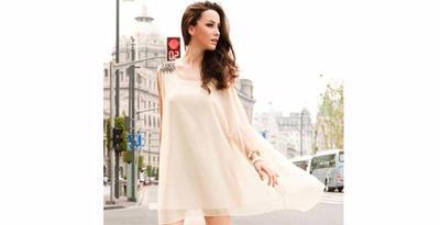 Baju dari bahan sifon (chiffon) dapat membuat penampilan terlihat chic dan feminin