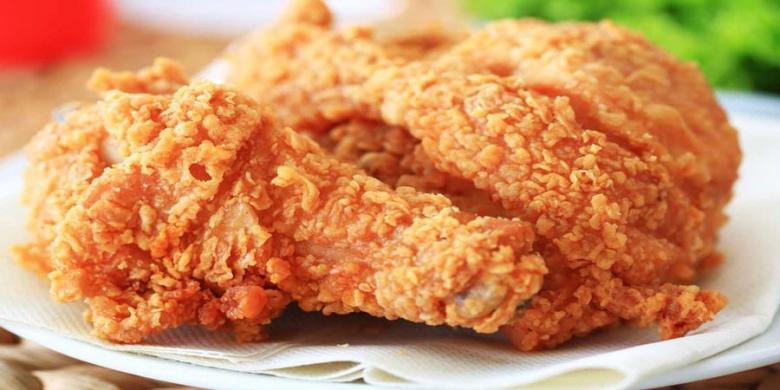 Batasi Lemak, Perlukah Buang Kulit Ayam Sebelum Dimakan?
