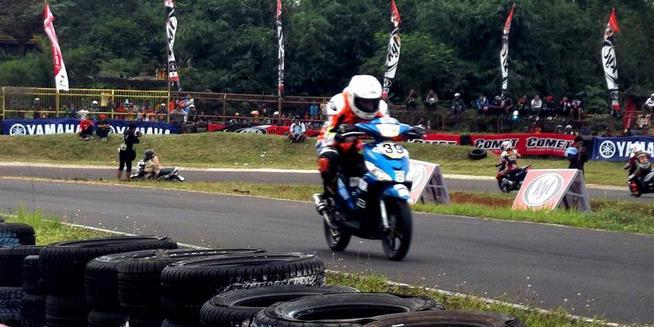 Pebalap Wanita Tuan Rumah Kuasai One Make Race Yamaha Mio J