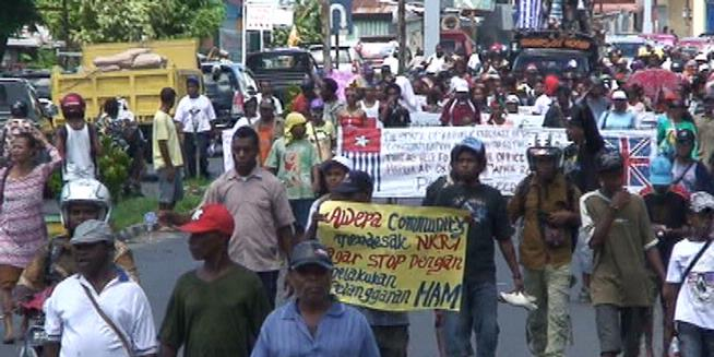 Demo, Warga Manokwari Turun ke Jalan | Faris Blog's