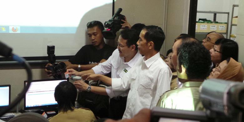 Jokowi Bagikan 1.733.991 Kartu Jakarta Sehat