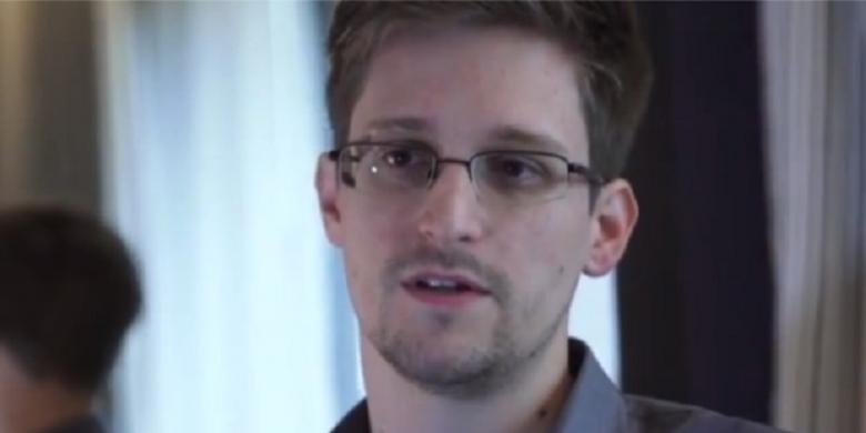 Snowden Kicaukan Kode Aneh Di Twitter