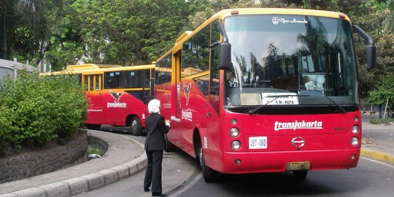 Kliping Politik dan Hukum: Ratusan Bus Pesanan Jokowi