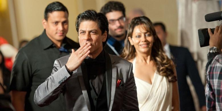 Karena Istri Jalani USG Shah Rukh Khan Diincar Petugas Kompas