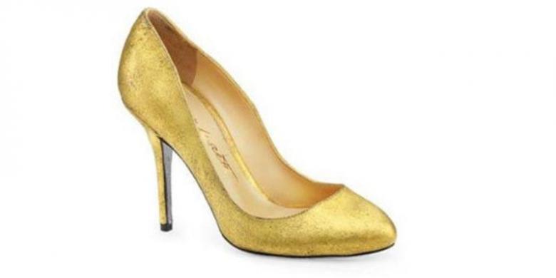 Hasil gambar untuk sepatu berlapis emas