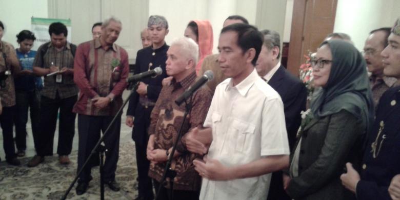 JOKOWI - AHOK DALAM BERITA: Hatta Ditanya soal Cawapres, Jokowi Senyum
