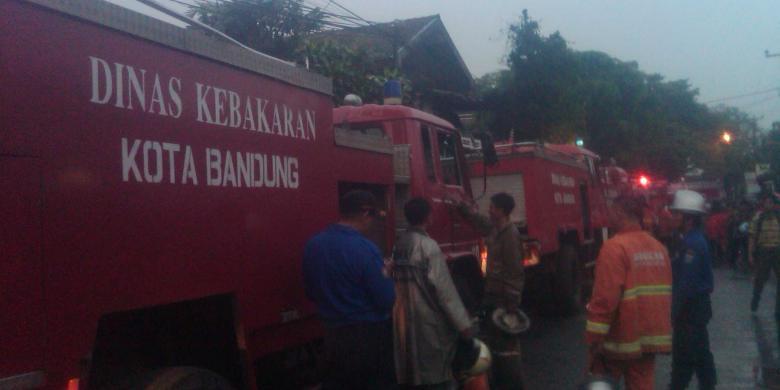 Toko Bahan Bangunan di Bandung Terbakar, Satu Orang Terluka