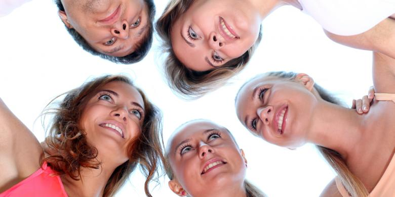 http://arsipsehat.blogspot.com/2013/12/4-alasan-bersosial-bikin-tambah-sehat.html