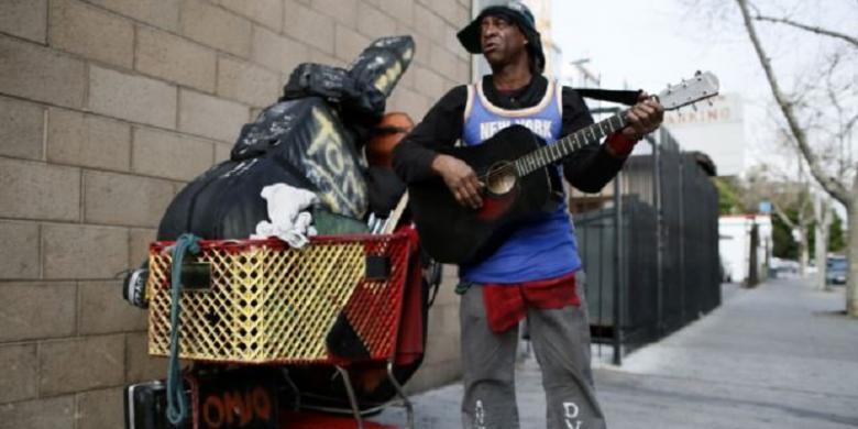 Orang warga as hidup pada atau di bawah garis kemiskinan | reuters