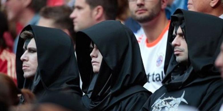 Pria Berjubah Muncul di Stadion Bayern Munchen dan Chelsea