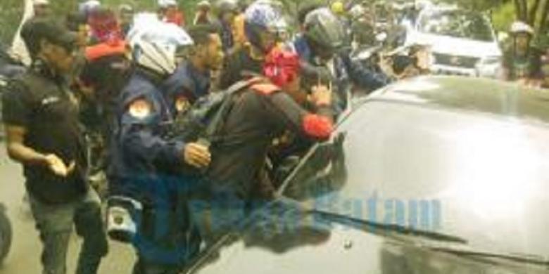 Ibu dan Anak Nyaris Dibakar Massa Buruh di Batam