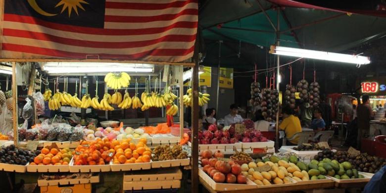 Berbagai Buah Segar Dijajakan Di Jalan Alor Kuala Lumpur MalaysiaKOMPASCOM FIRA ABDURACHMAN
