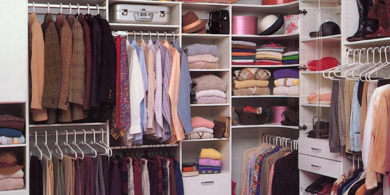 Hasil gambar untuk gambar tumpukan baju di lemari
