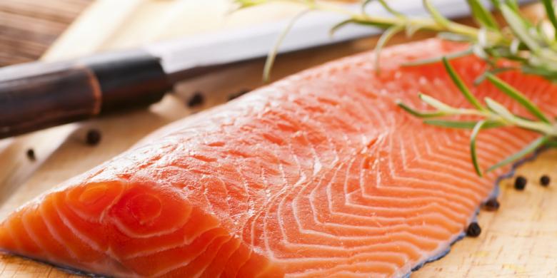 Hasil gambar untuk Makan Ikan Laut