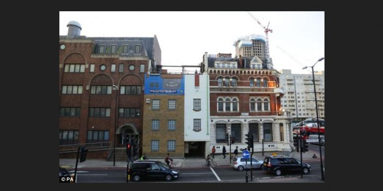 Desain Gedung Ini Terbalik