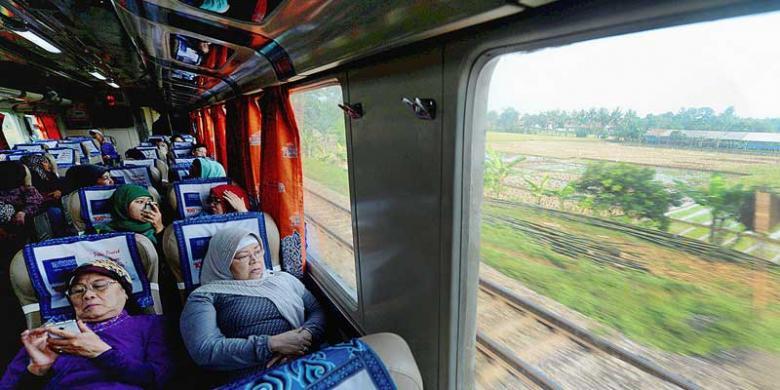 ... KA Cirebon Ekspres dari Jakarta menuju Cirebon, Sabtu (7/12/2013