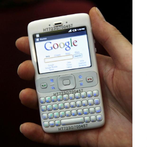 ponsel android versi awal dengan layar non touchscreen dan keyboard