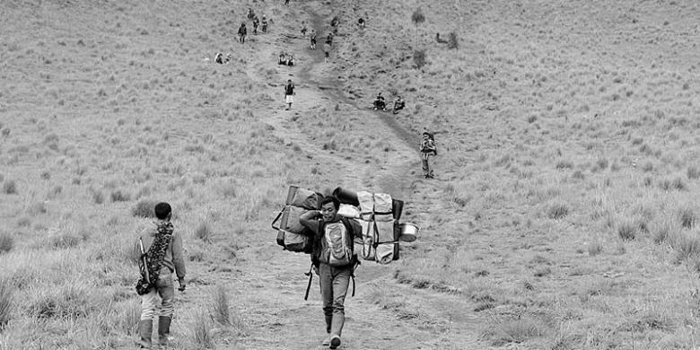 TNBTS Buka Kembali Wisata Pendakian Gunung Semeru