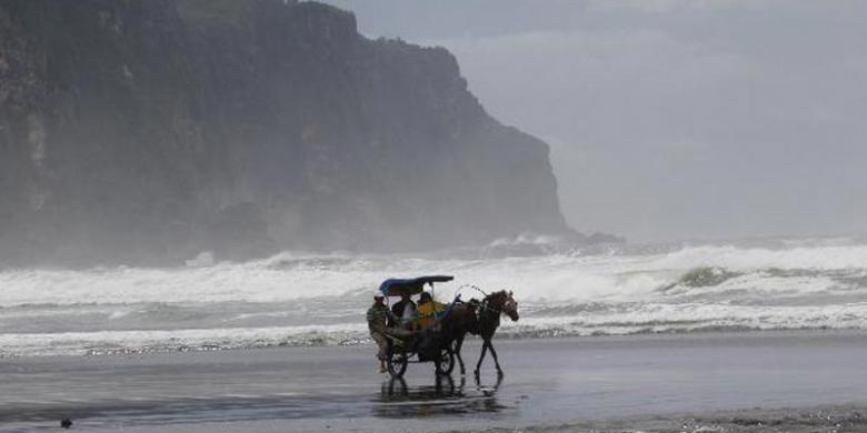 Meski Gelombang Tinggi, Pemkab Bantul Tak Tutup Wisata Pantai