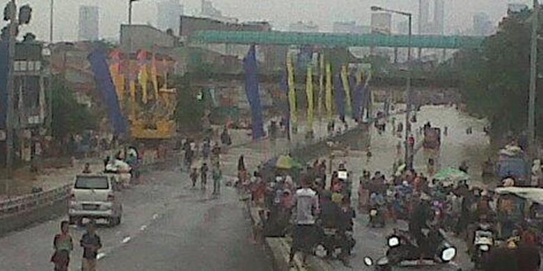 Foto Banjir di Kampung Melayu 2014 Terbaru