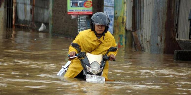 Foto Banjir di Jalan Raya Jatibening 2014 Jakarta