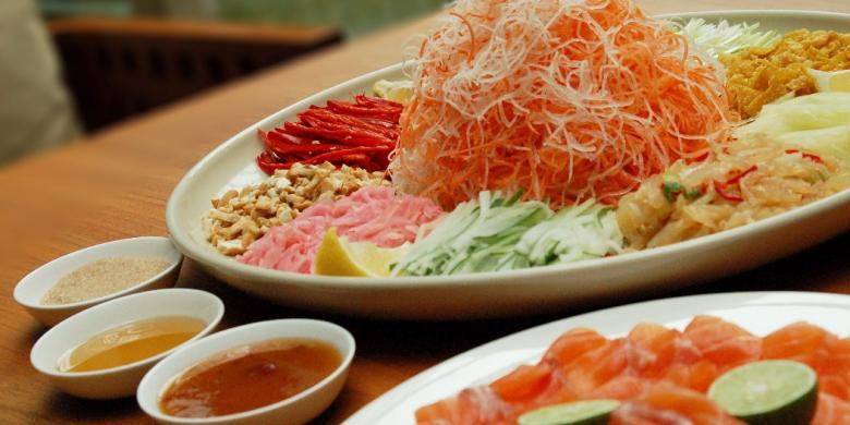 "9 Bahan Dan Doa Wajib Dalam Hidangan Imlek ""Yu Sheng"""
