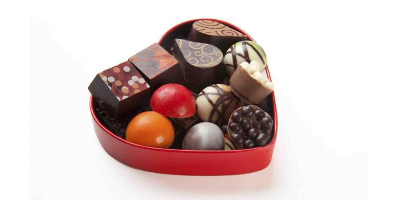 Menyingkap Sandi Sekotak Cokelat
