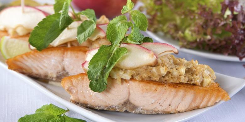 Resep Salmon Panggang Apel yang Sehat