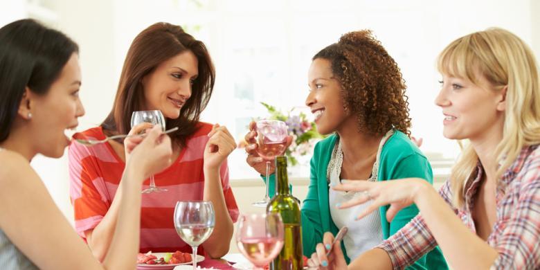7 Jenis Teman yang Bisa Mengacaukan Diet