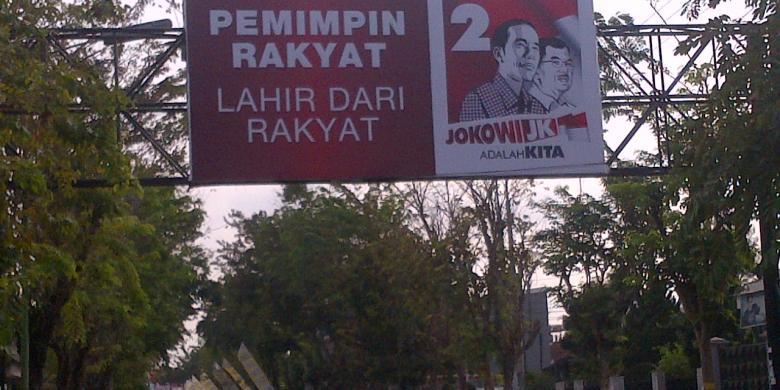 KOMPAS.com/TAUFIQURRAHMAN Baleho pasangan Jokowi-Kalla di Pamekasan ...