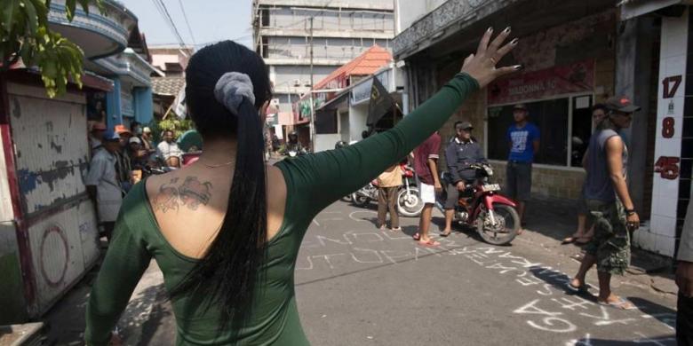 seks di kawasan Dolly di Surabaya, 5 Juni 2014. Wali Kota Surabaya ...