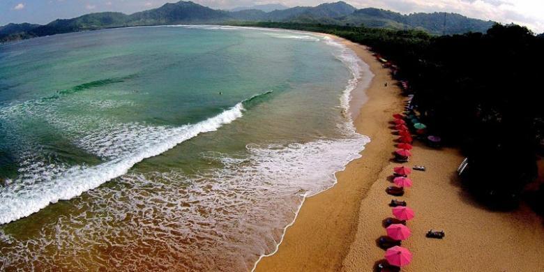 Penyumbang Pajak Terbaik, Pantai Pulau Merah Setor Rp 251,3 Juta Setahun