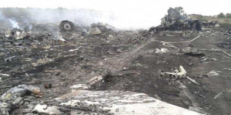 Video Pesawat Malaysia Airlines MH 17 Jatuh