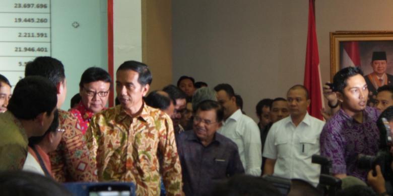 """Berita terbaru: Teknik Paspampres Saat Mengawal Jokowi """"Blusukan"""""""