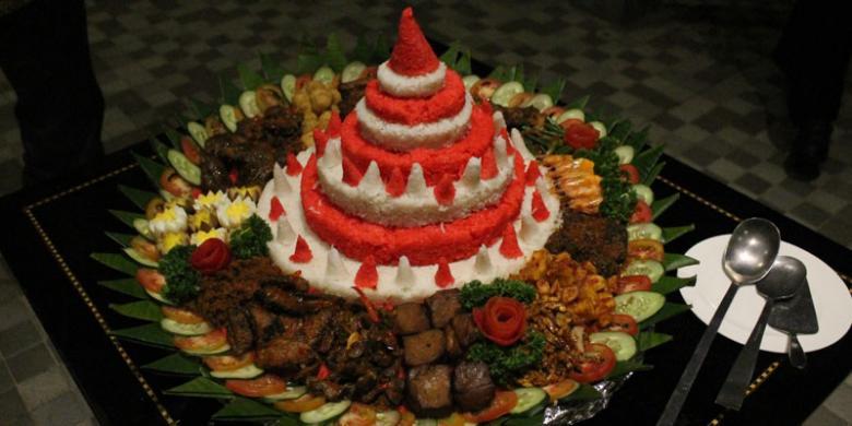 Bandar bola festival merah putih sebuah pesta rakyat di for Dekor 17 agustus di hotel
