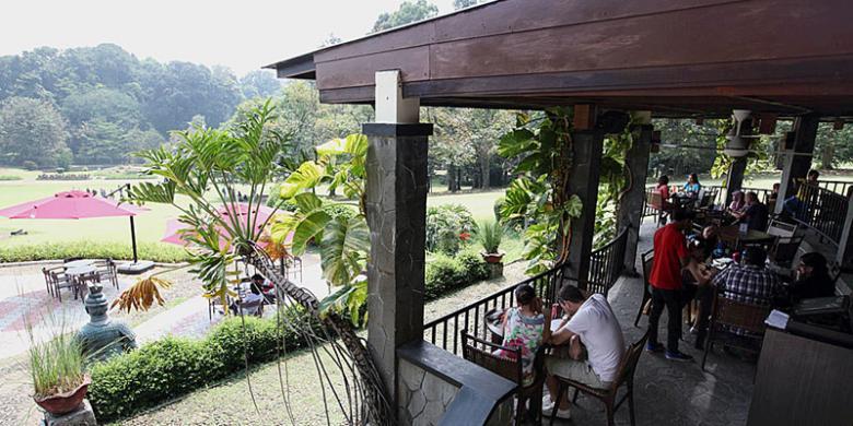 Suasana Santap Siang Di Grand Garden Cafe Resto Kebun Raya Bogor Jawa Barat Jumat 5 9 2014KOMPAS PRIYOMBODO