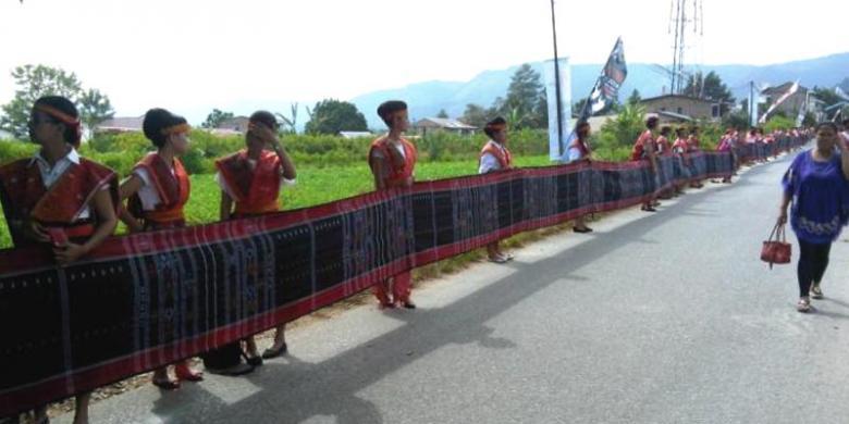 1512183ulos panjangg780x390 » Garuda Buka Rute Baru Kualanamu-Changi, Wisman Pasti Meningkat