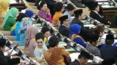 Wajah Semringah Para Wakil Rakyat Seusai Bersumpah