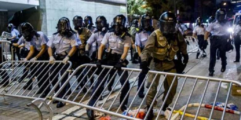 Kepung Markas Polisi, Demonstran di Hongkong Bentrok dengan Petugas