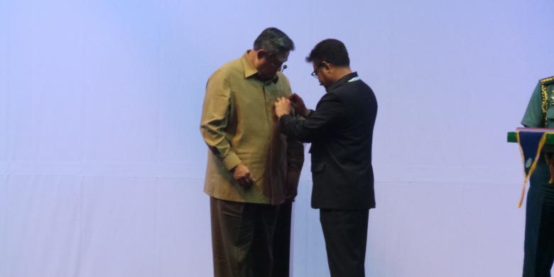 Perpisahan SBY, dari Pin Gubernur hingga