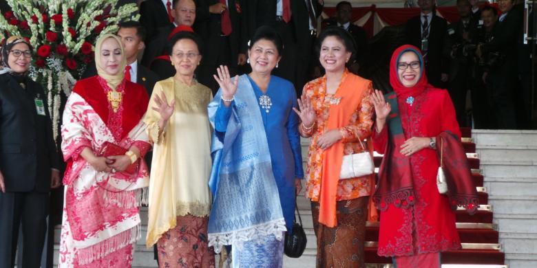 Istri Jusuf Kalla ... Jusuf Kalla (kiri-...