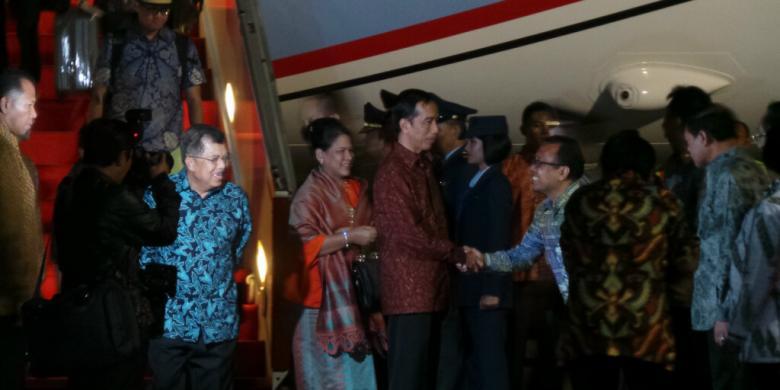 Jokowi Pimpin Rapat Kabinet Bahas BBM dan 'Kartu Sakti'
