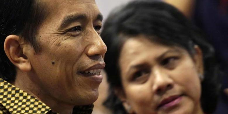 Iriana Belikan Batik Motif Rusa untuk Jokowi di Cirebon