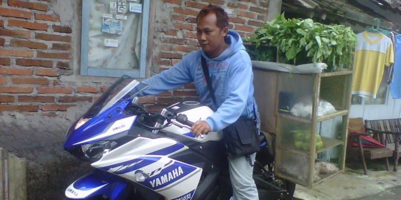 Tukang Sayur Keliling Pakai Motor Sport Yamaha R25