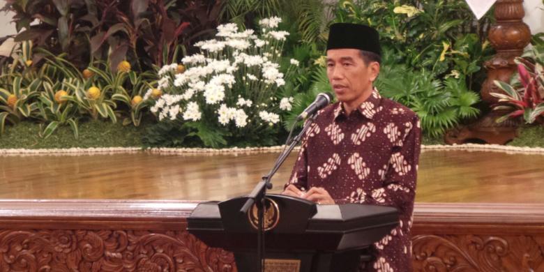 Kunjungi Entikong, Jokowi Janji Perbaiki Kawasan Perbatasan
