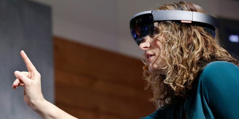 Begini Aksi Kacamata Hologram Microsoft HoloLens |  KOMPAS TEKNO
