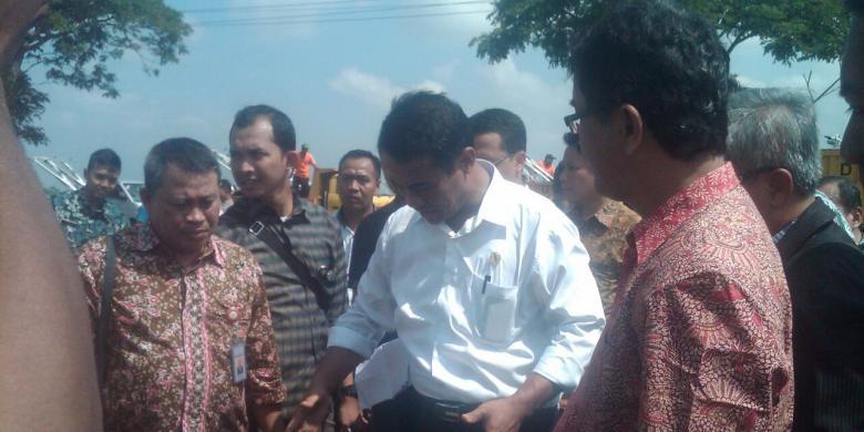 Menteri Pertanian Mendarat Pakai Heli, Latihan Sepakbola pun Terhenti