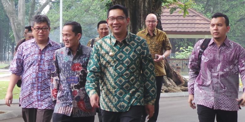 Tinggalkan Sepeda, Sekarang Ridwan Kamil ke Kantor Jalan Kaki