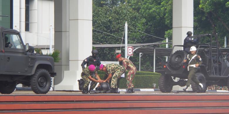 Foto-foto Jatuhnya Satgultor TNI dari Atas Gedung di Upacara Pengukuhan Jokowi
